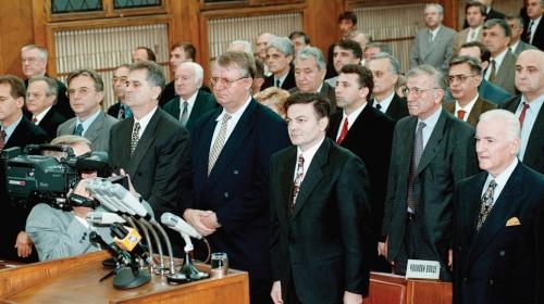 Šta je zadnjih 25 godina donelo građanima, a šta političarima?
